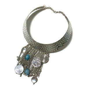 Jewelry - Silver tone hammered collar with dangles